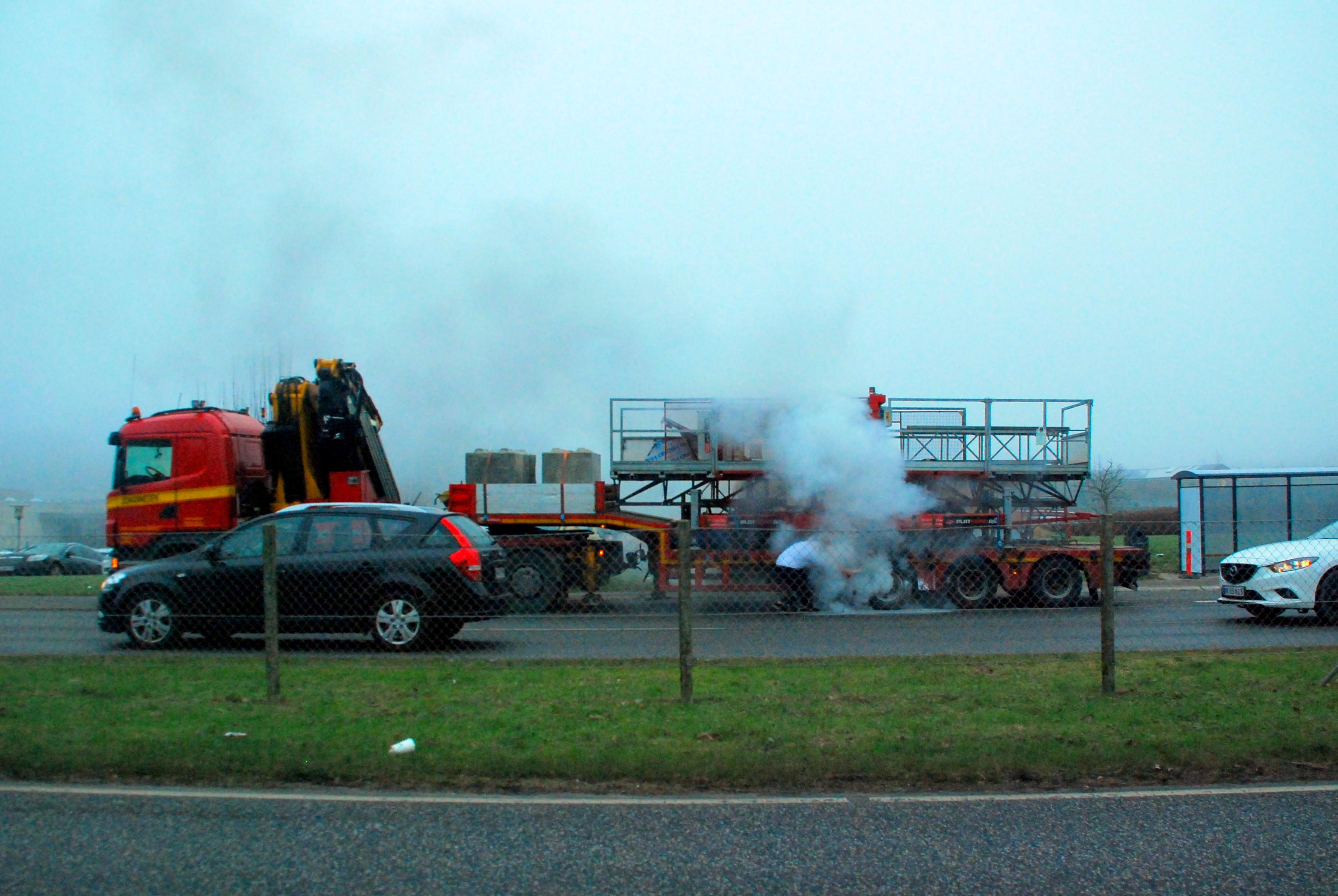 Brand i lastbil-anhænger