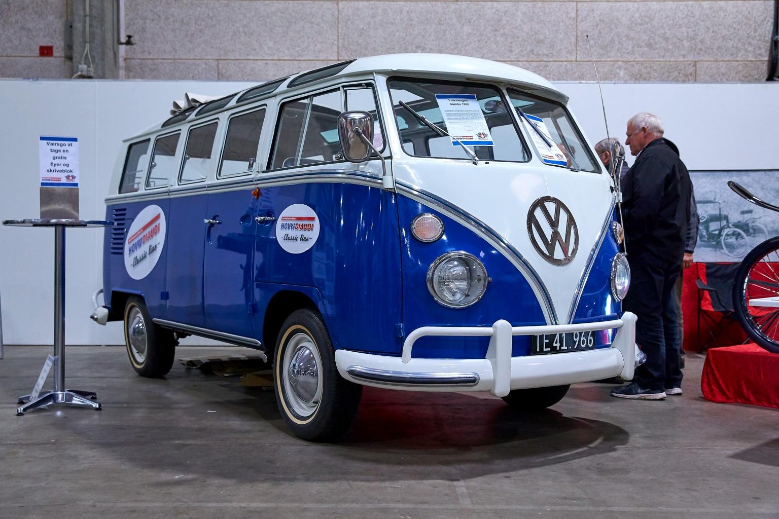 Bilmesse med flotte modeller