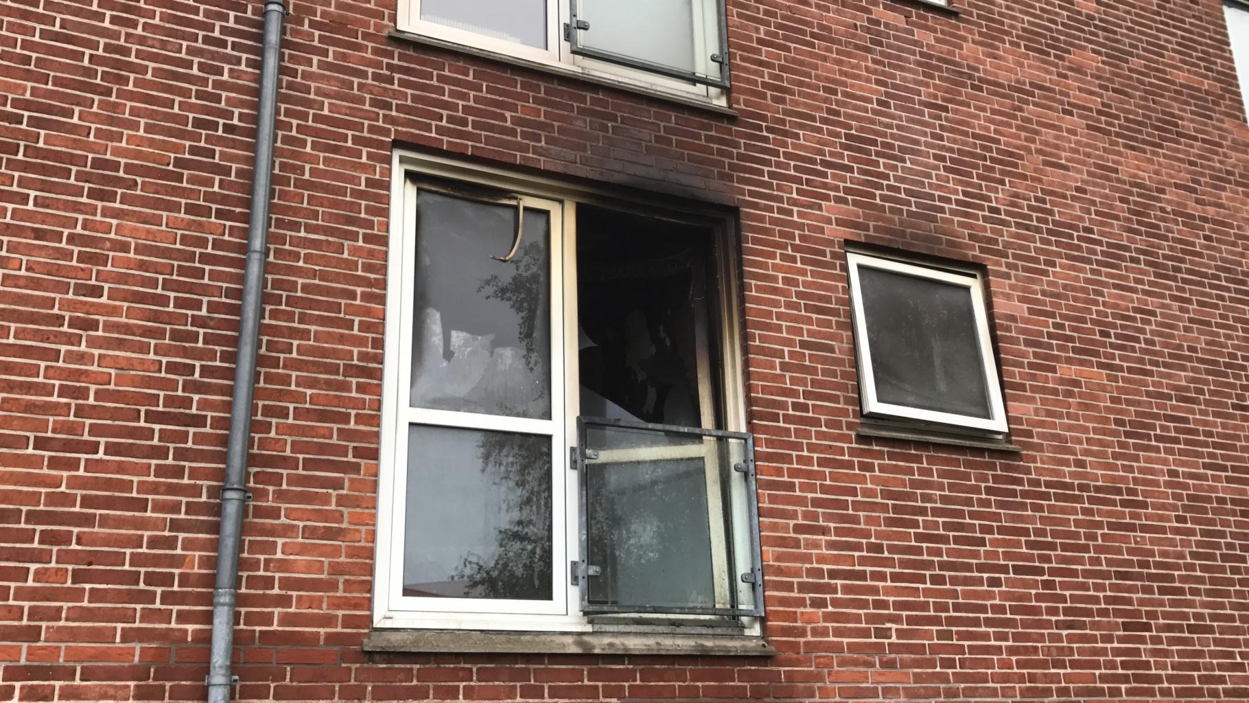 Voldsom brand i lejlighed: Lejlighed udbrændt