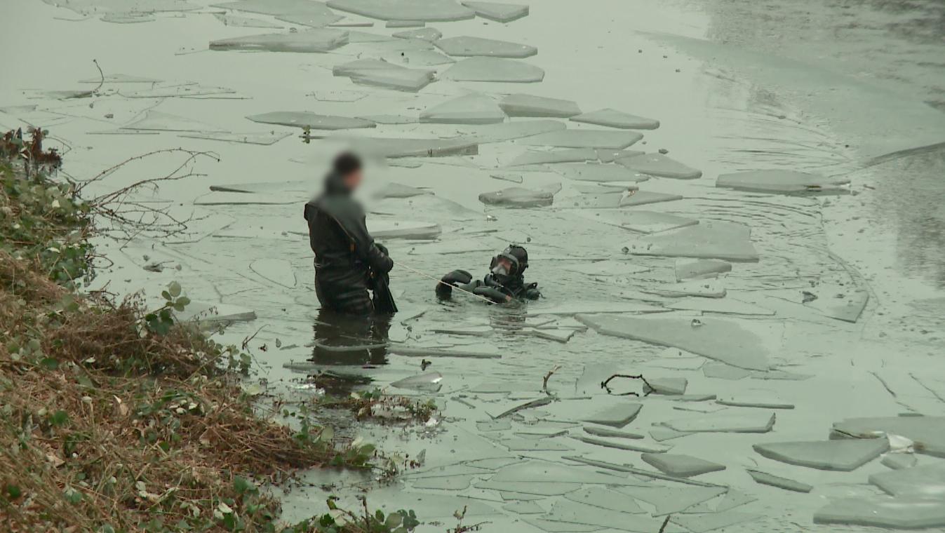 TV: Dykkere leder efter Michal i Voldgraven