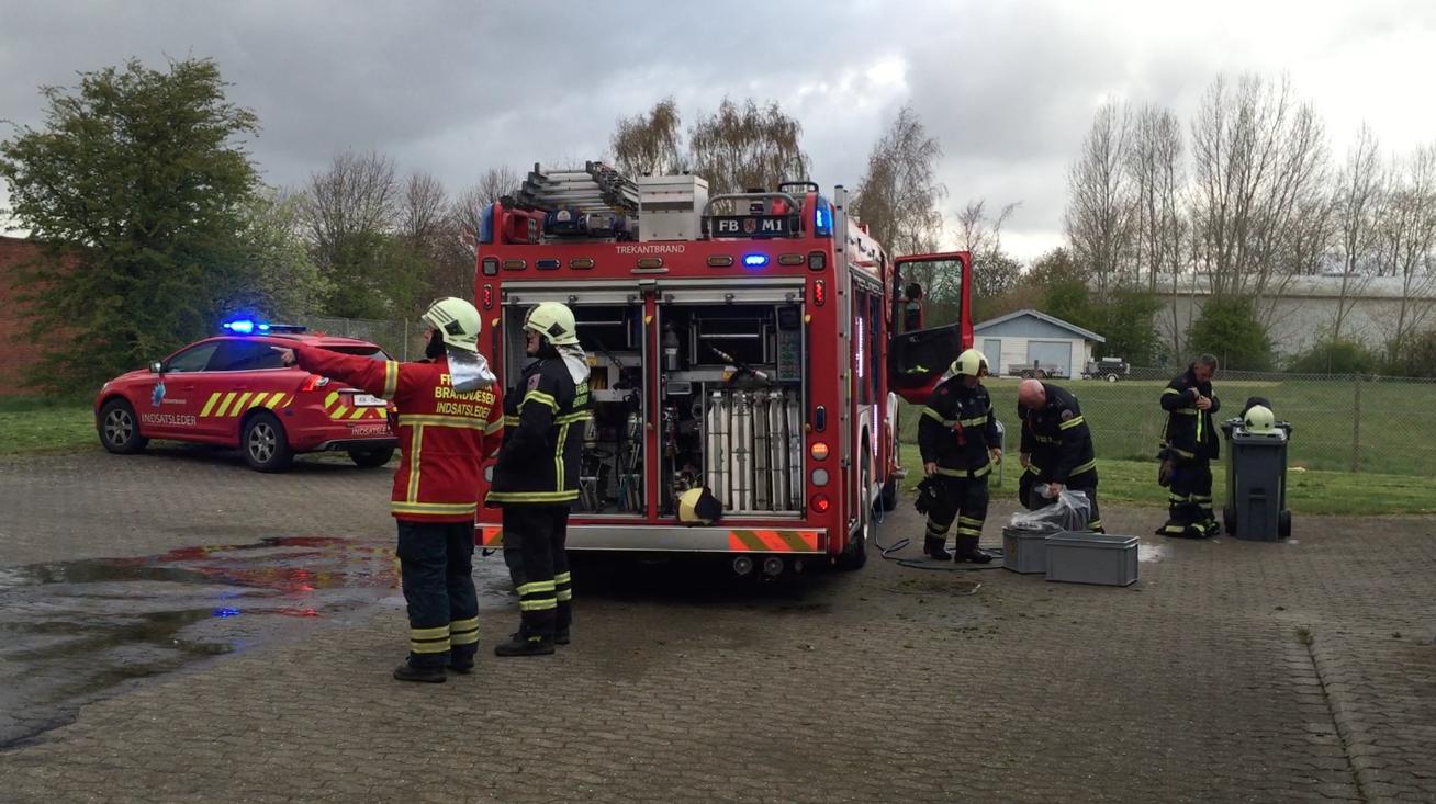 VIDEO: Melding om brand i bygning var bilbrand