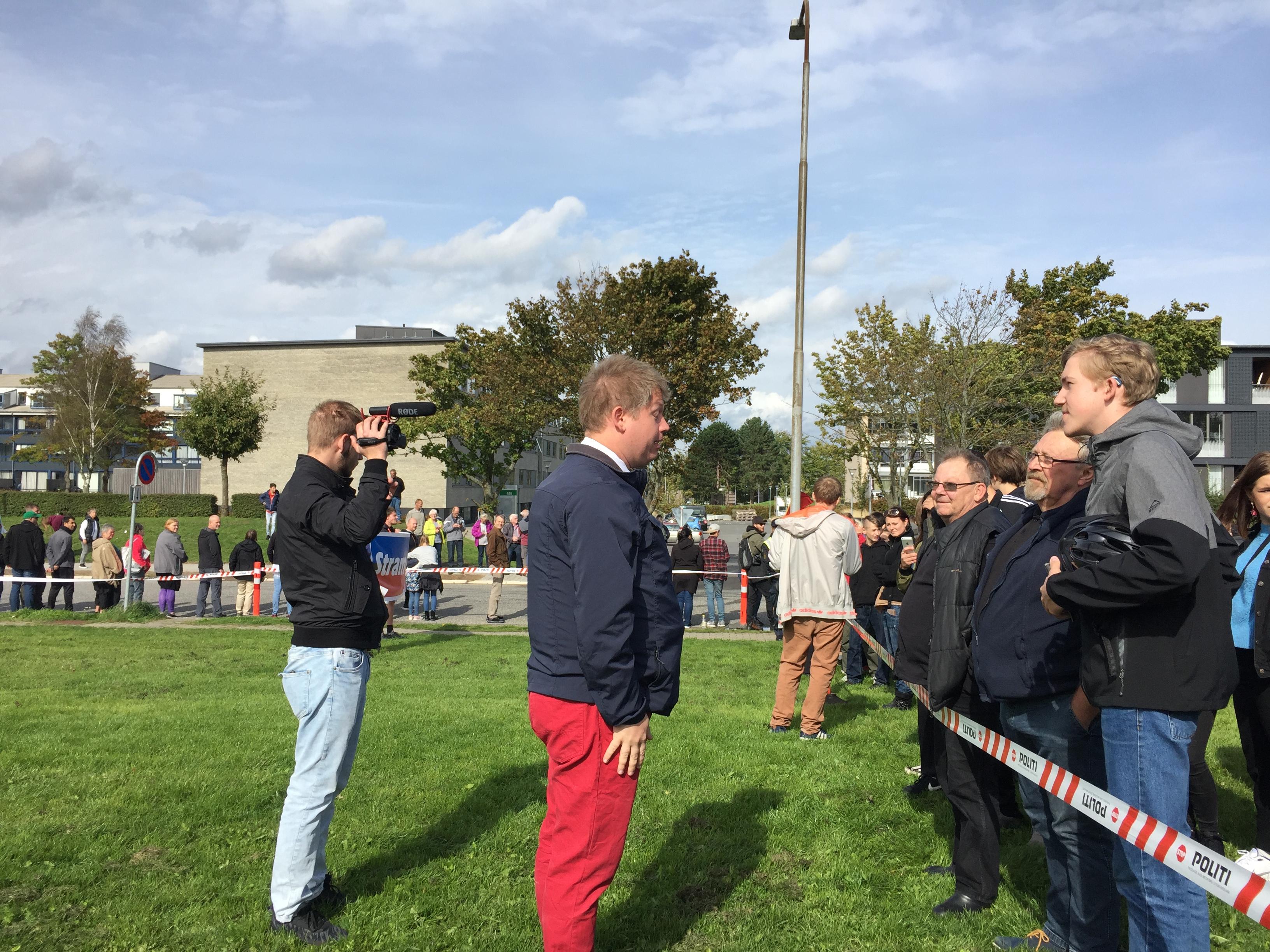 Den stærkt højreradikale Rasmus Paludan debattere netop nu i Fredericia