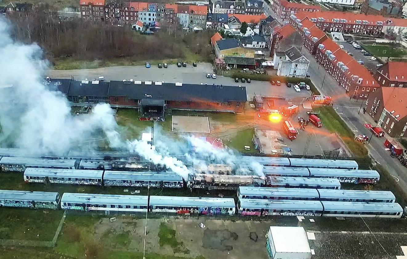SE VIDEO : INDSATSLEDER FORTÆLLER OM BRANDEN I FLERE TOGSÆT I FREDERICIA