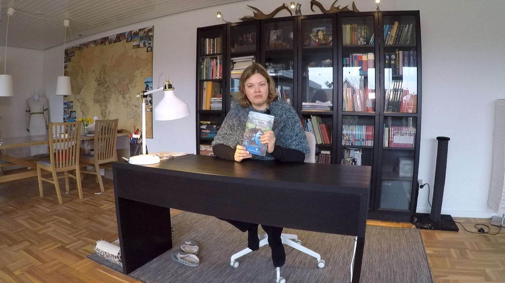 SE VIDEO : FREDERICIANSK DØVEPRÆST UDGIVER FANTASY ROMAN