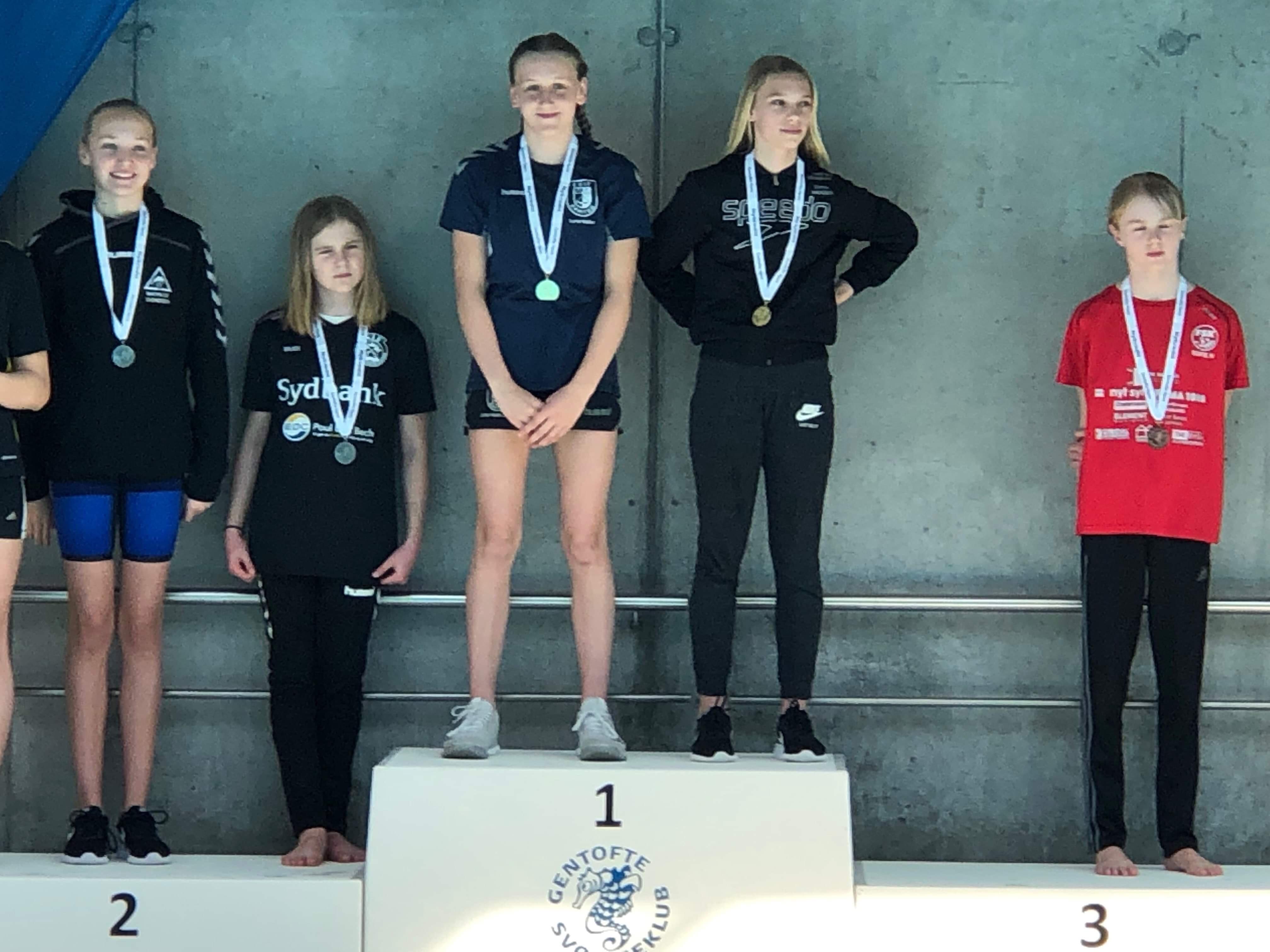 Erritsø svømmere sætter nye klubrekorder.