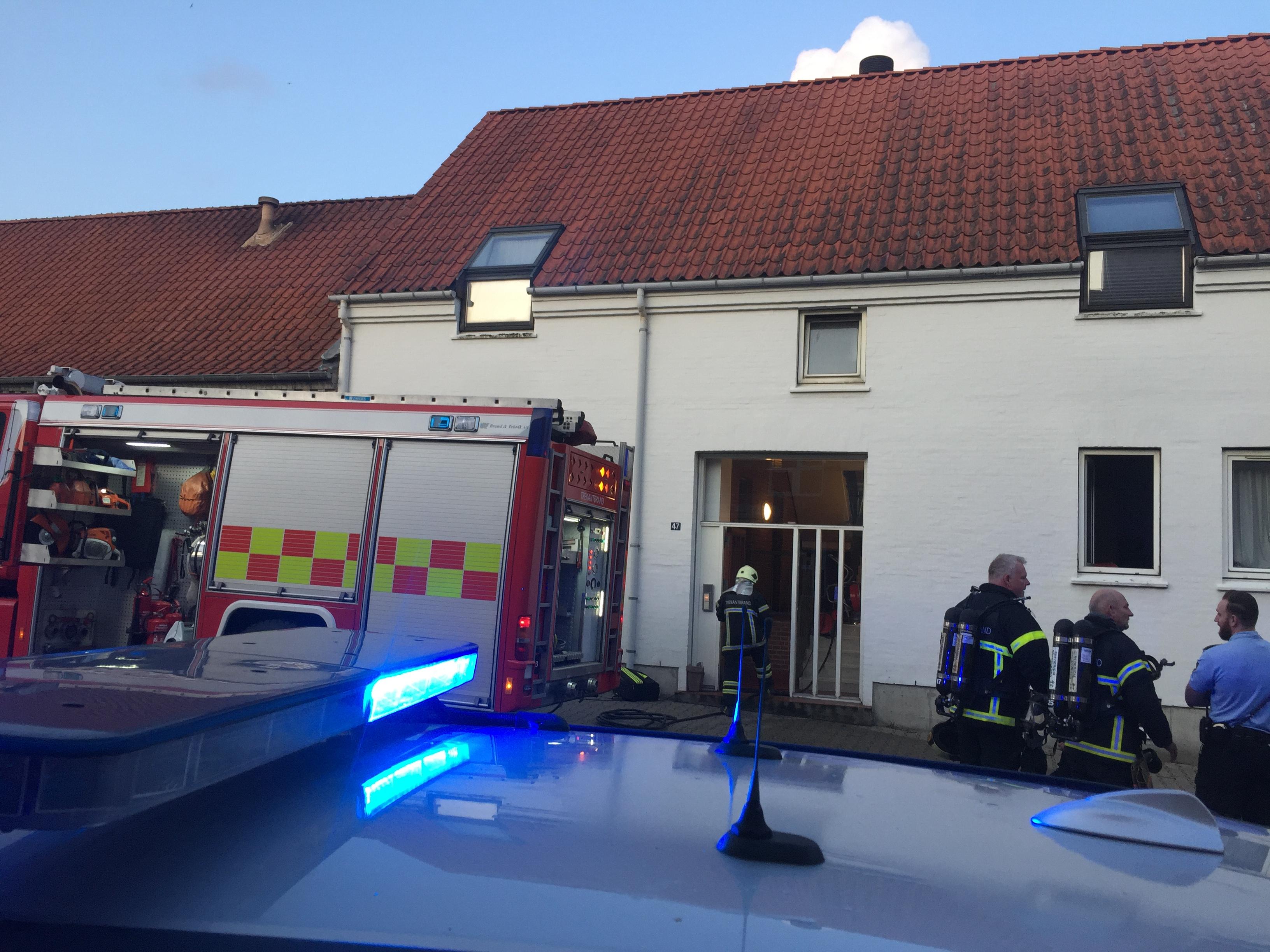 SE VIDEO : Brandbiler i Købmagergade – Røg væltede ud fra vindue i stuelejlighed