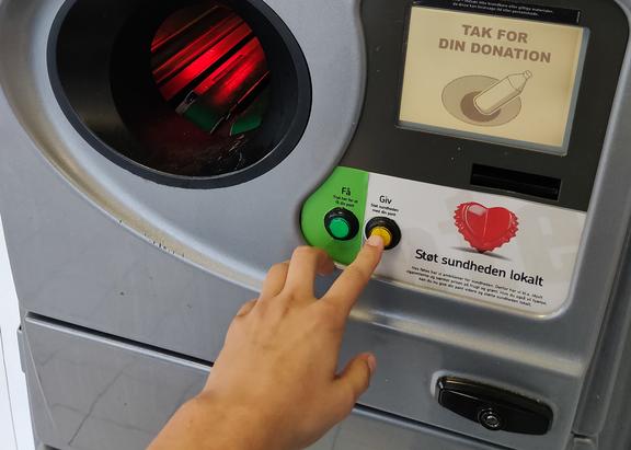 Tryk på flaskeautomaten i føtex og støt sundheden lokalt