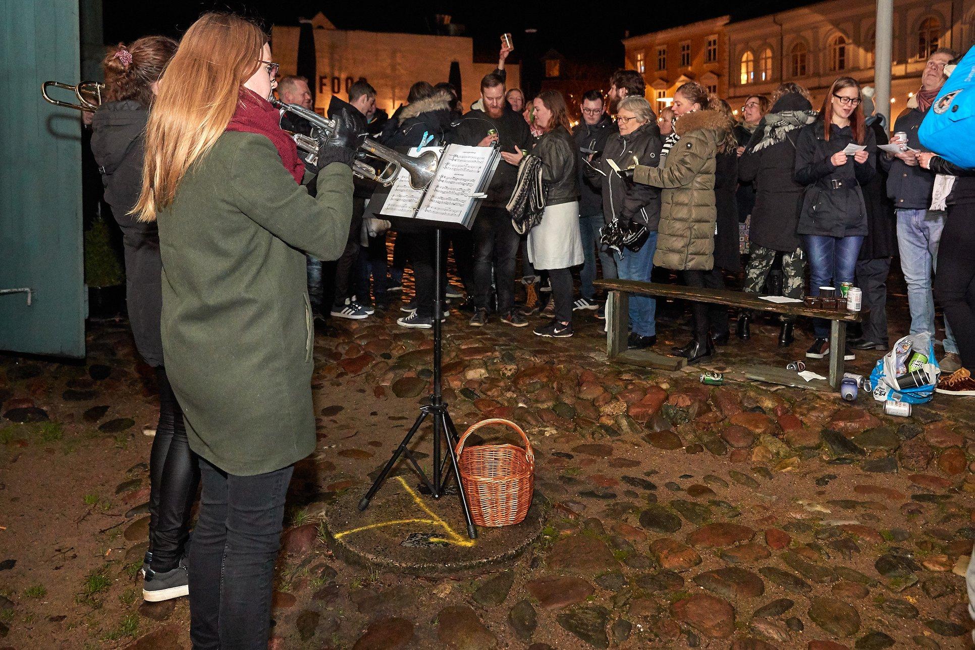 Kom med til sølvbryllup: Skrammelrockorkester fik hornmusik og masser af gæster