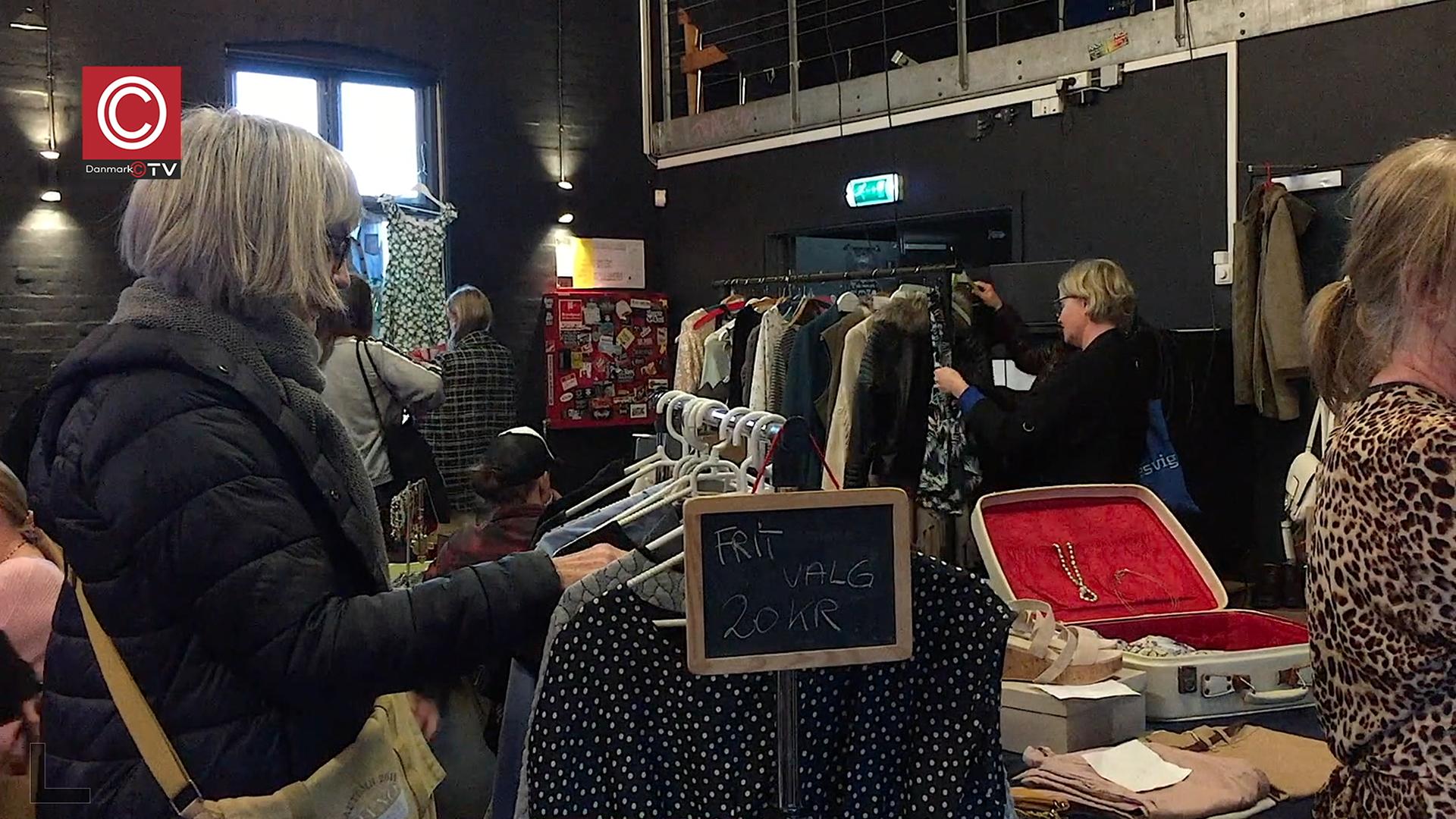 Se tv-indslag: Tre seje tøser lavede et bæredygtigt tøjmarked i Ungdommens hus