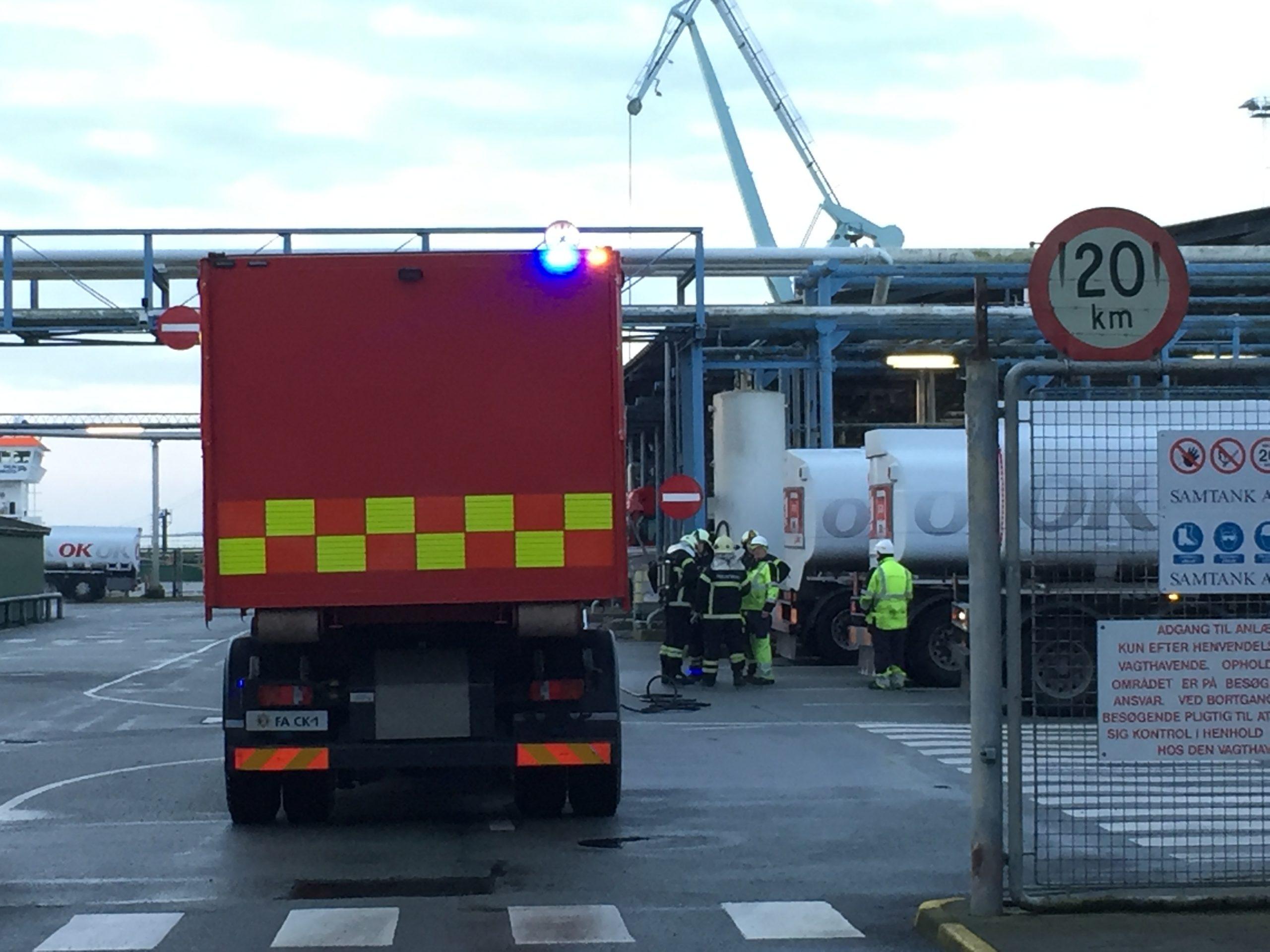 Se video: Stort benzinudslip på Vesthavns vej – Ekstra beredskab er tilkaldt