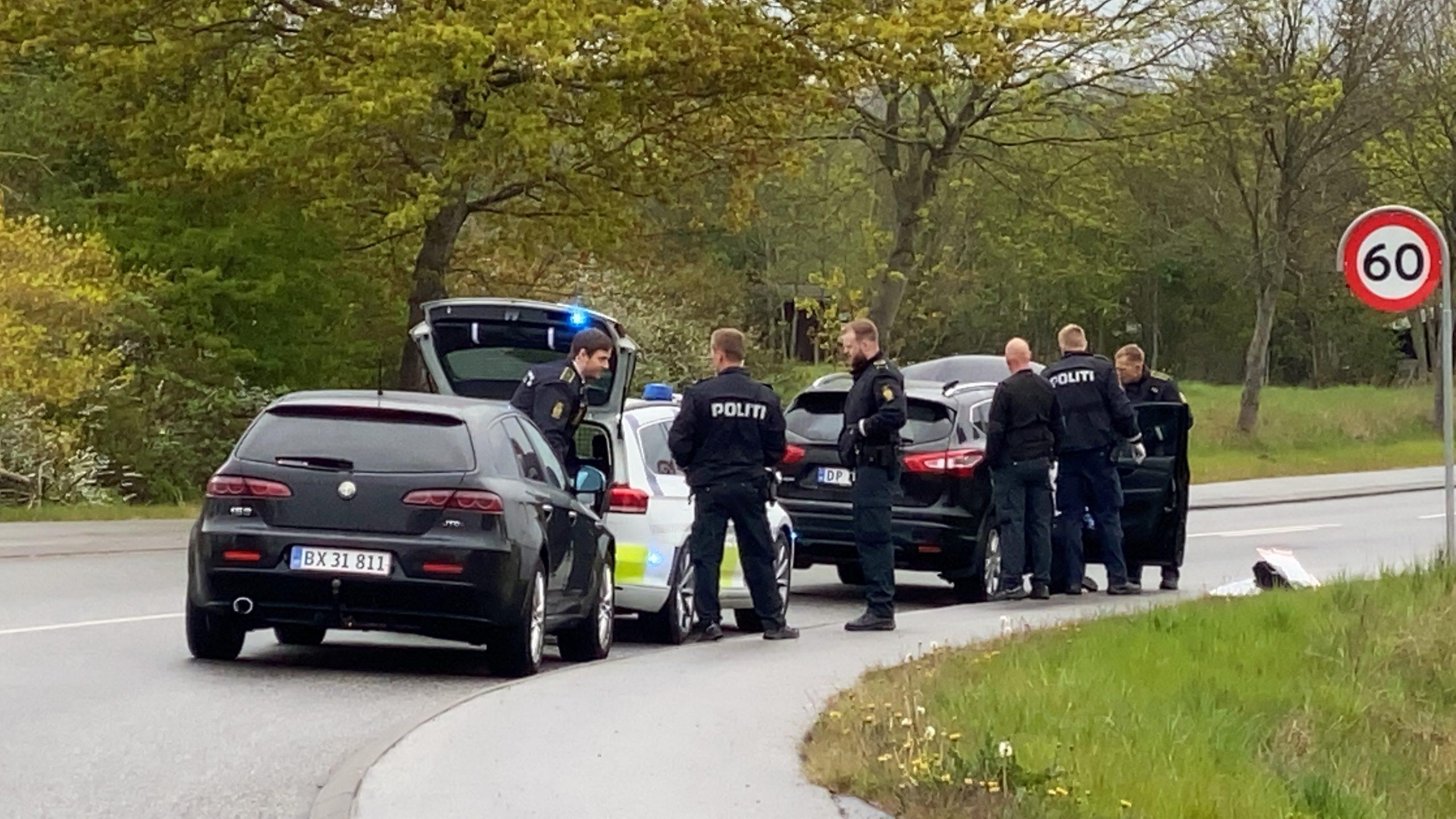 Politiet trak våben: Der var 30 kg hash i bil