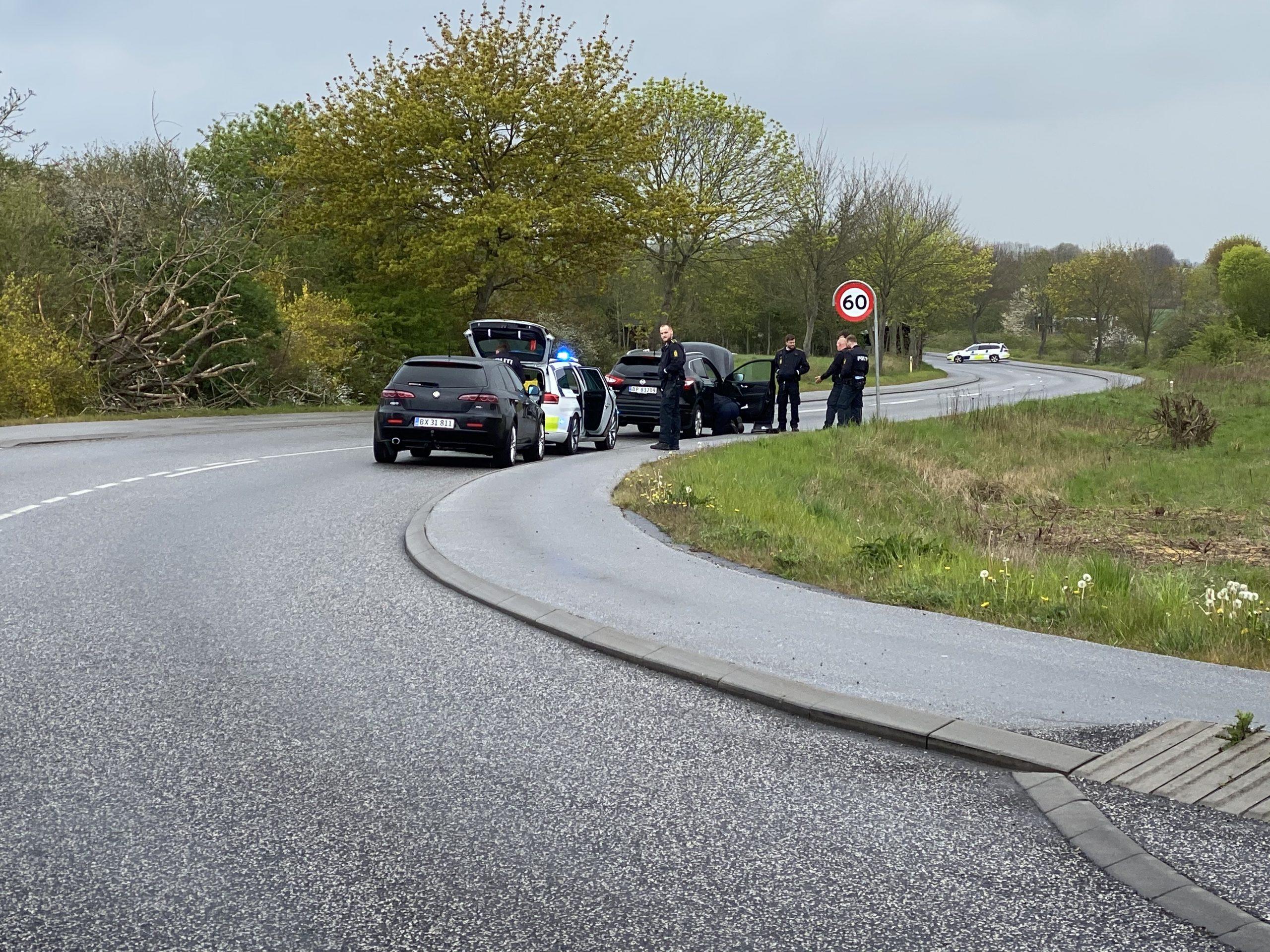 SE VIDEO : Politiet har afspærret et stykke af Adelvej i Taulov.