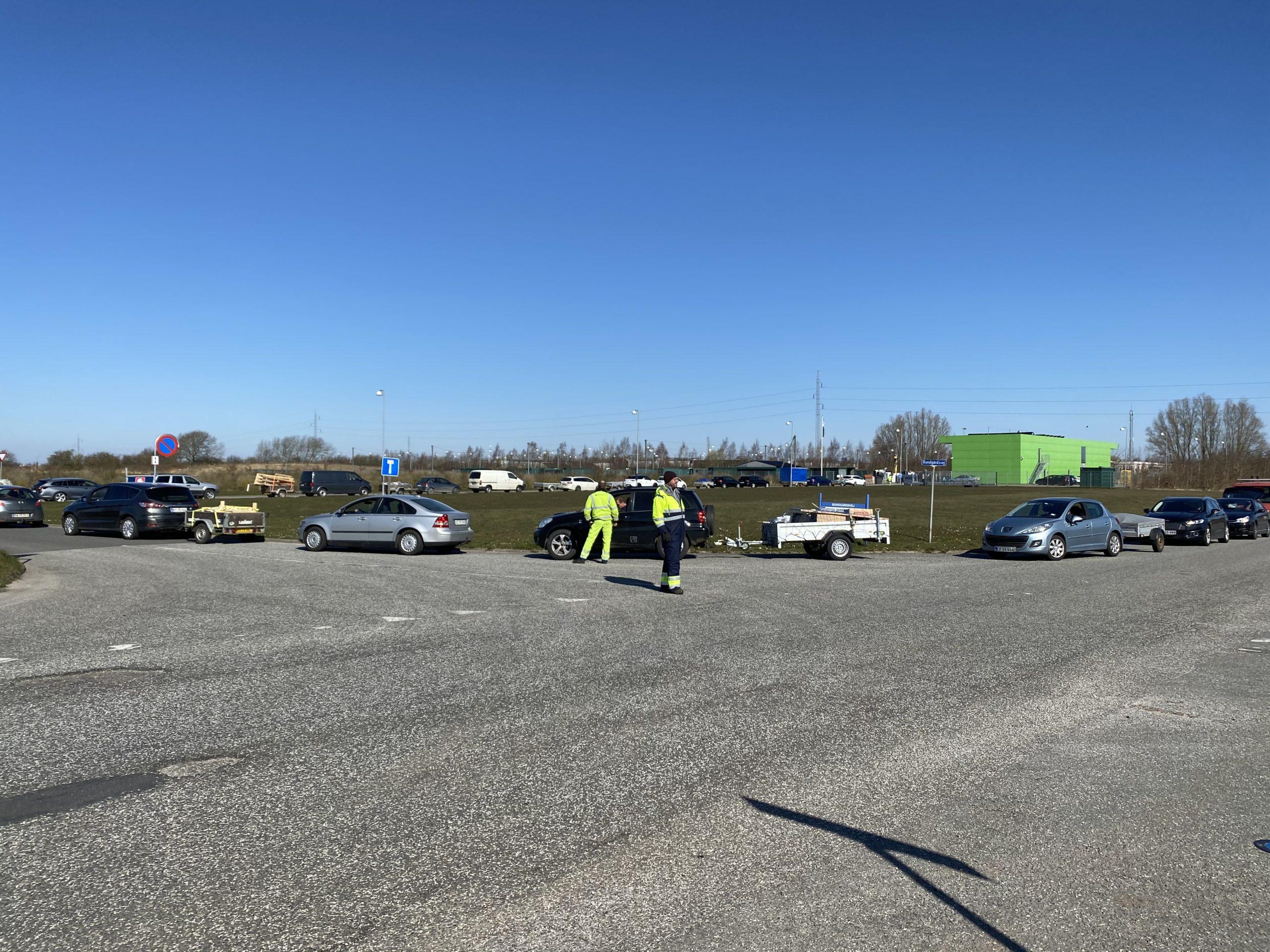 Ændrede åbningstider på genbrugspladser – og flere biler lukkes ind