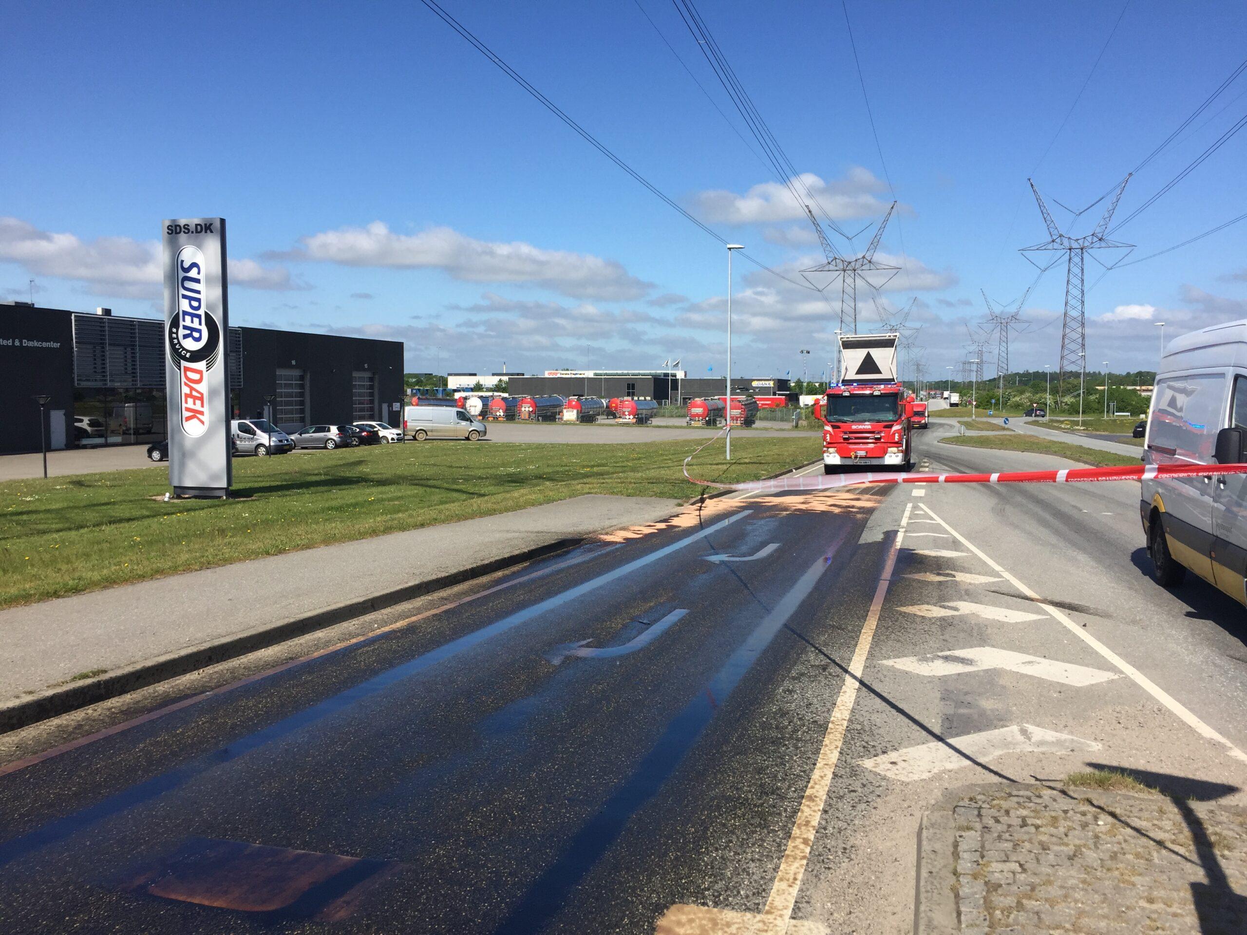SE VIDEO: Stort oliespild på Europavej og Skærbækvej