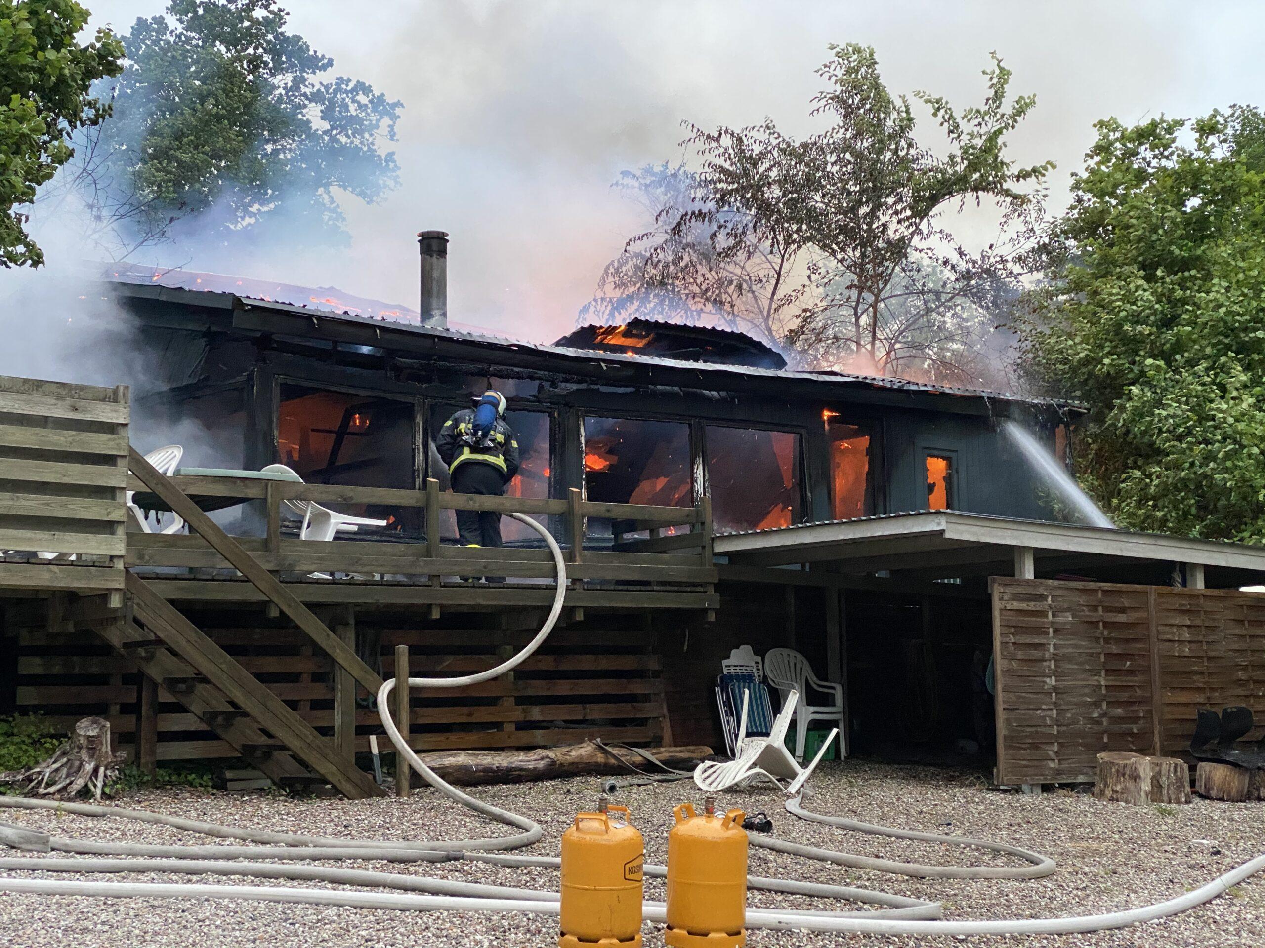 TrekantBrand Fredericia assisterer kollegaer i Middelfart ved sommerhusbrand