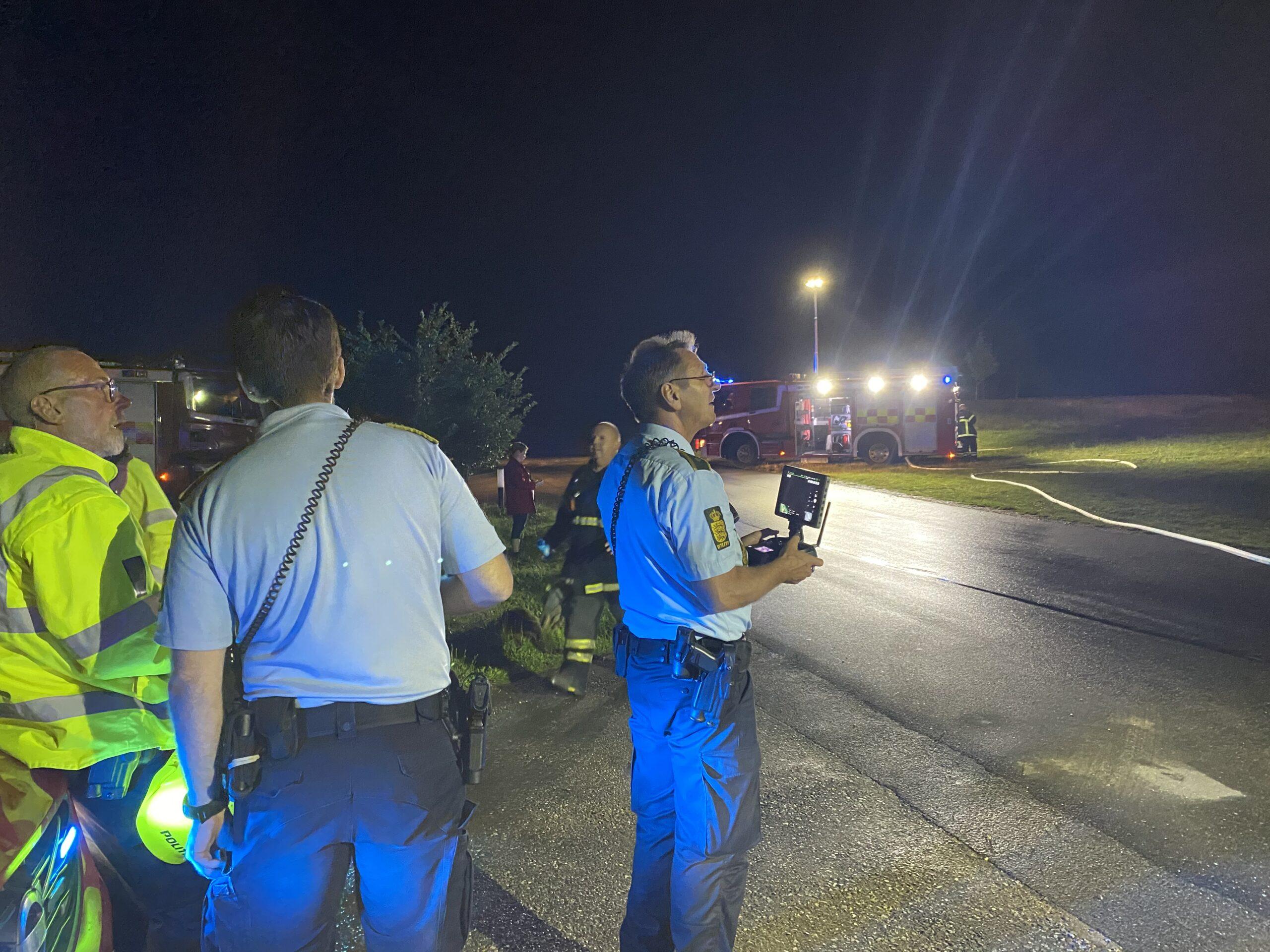 Fyns Politi har sendt drone i luften over brændende bygning