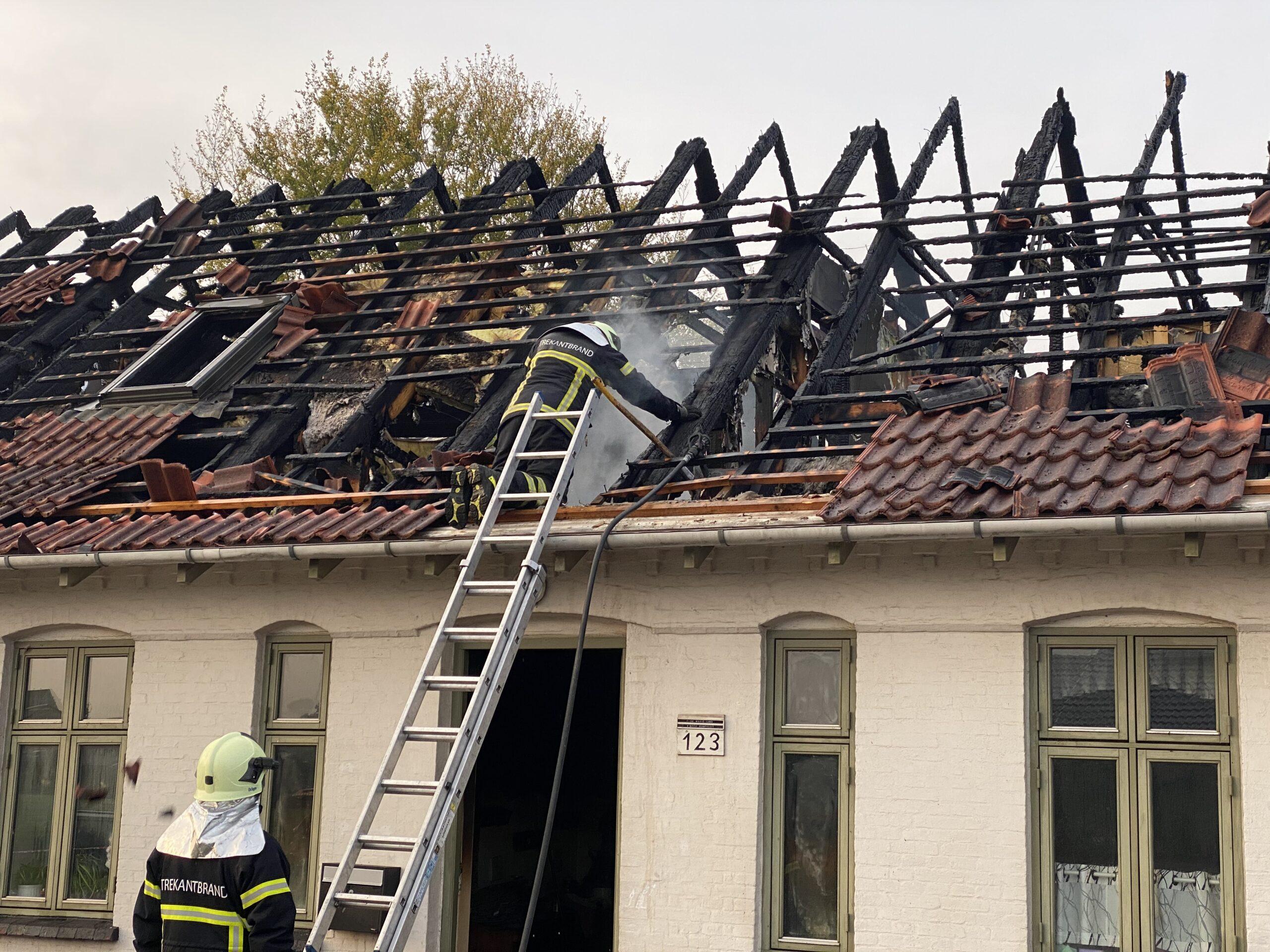 Se tv-indslag: Indsatsledere fortæller om voldsom villabrand på Skærbæk Ringvej