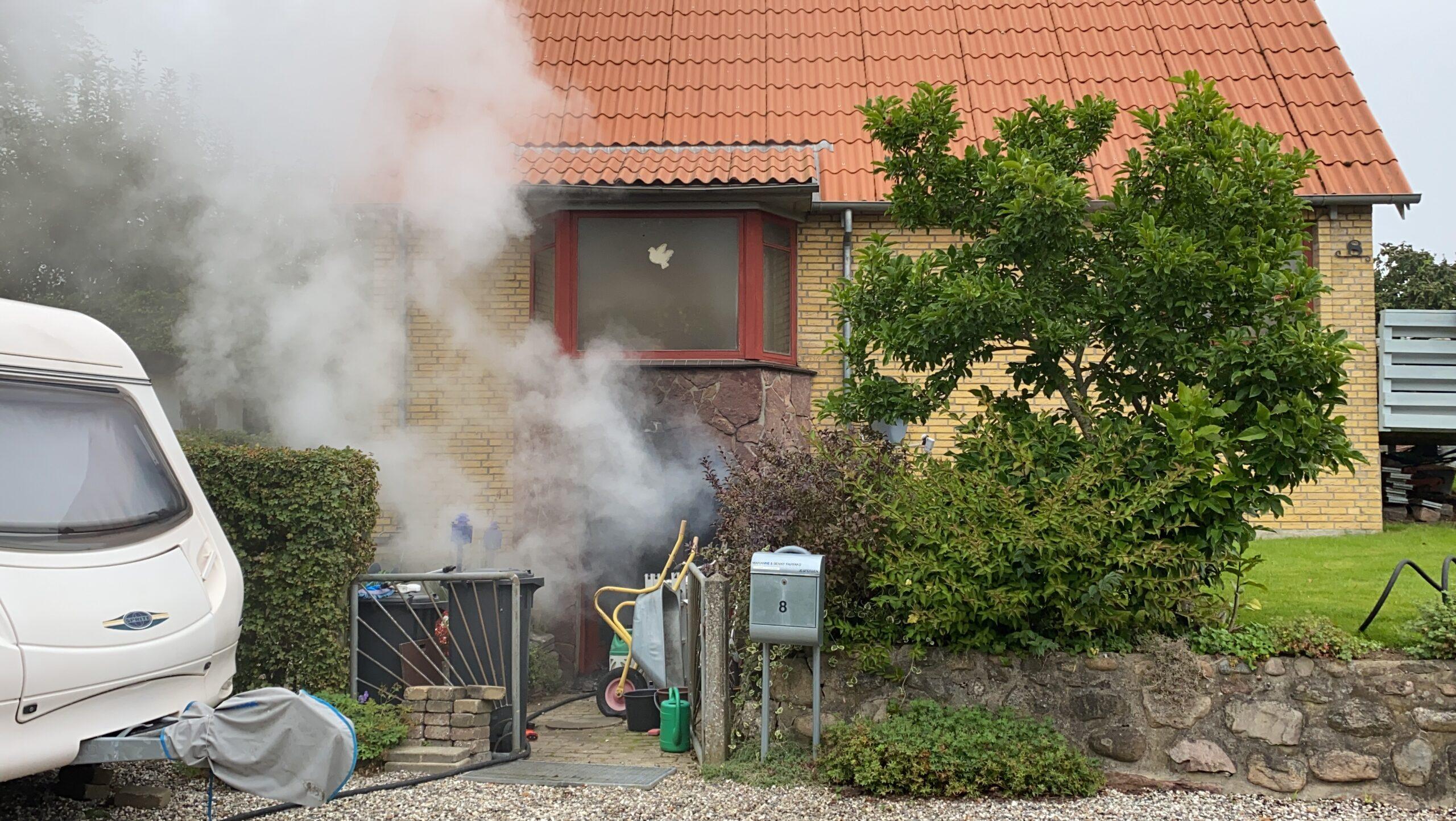 Se tv-indslag: Ild i villa på Erritsø Engvej