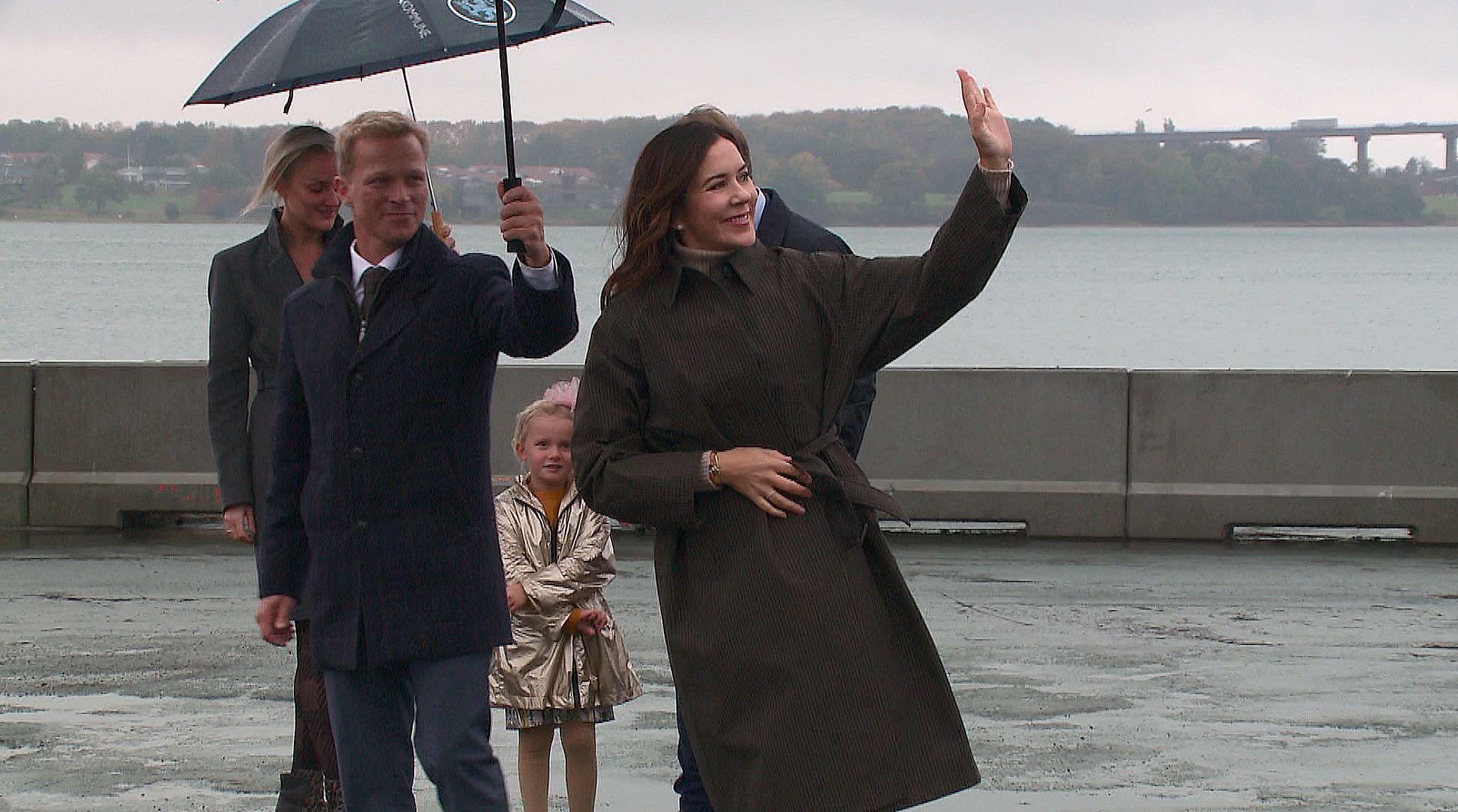 50-års jubilæum: H.K.H. Kronprinsesse Mary kørte over den nye Lillebæltsbro