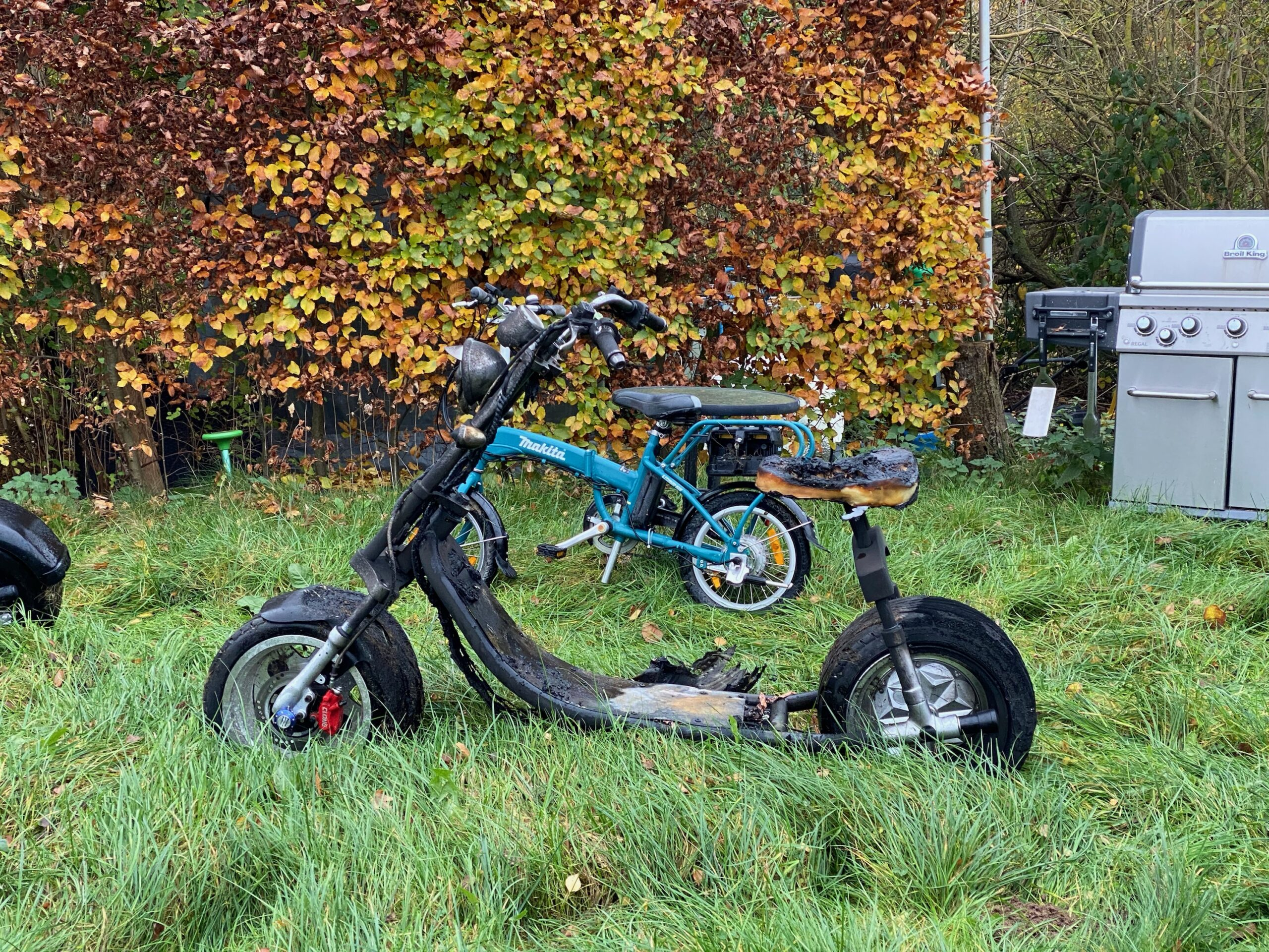 Ild i el-scooter i Trelde