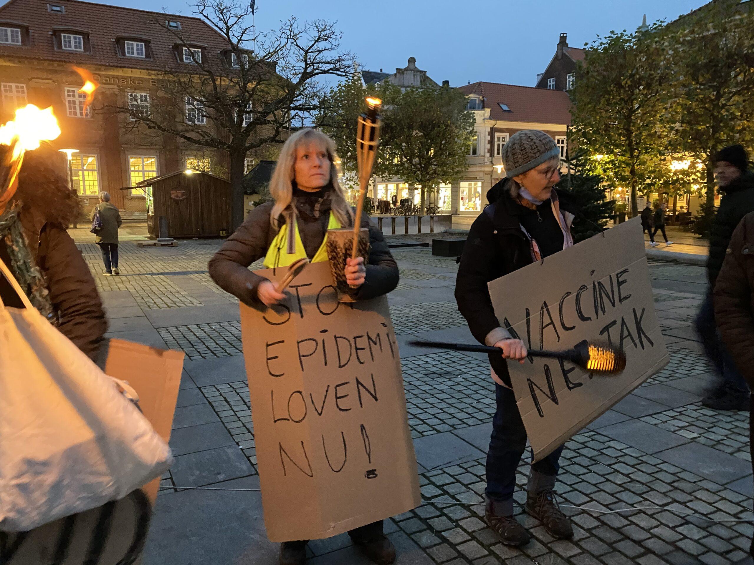 Demonstration på Rådhuspladsen: Støtte til minkavlerne og skepsis mod epidemiloven
